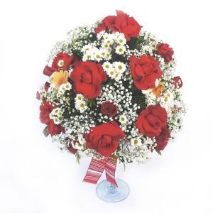 Arranho-Bola-com-Rosas-Importadas,-MArgaridinha-e-Gypsophila